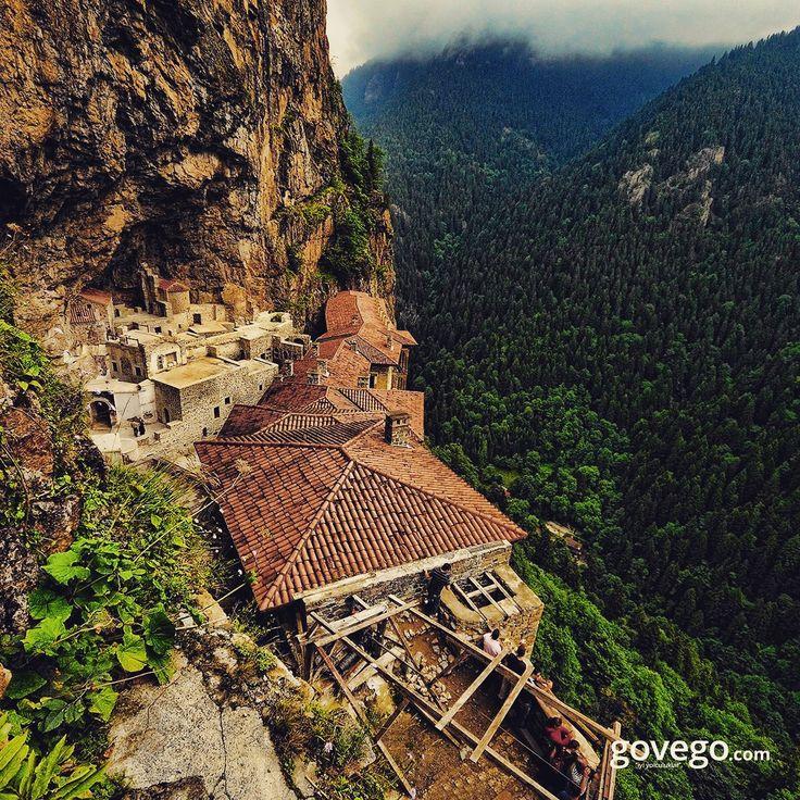 Trabzon Sümela Manastırı'nı bu açıdan görmüş müydünüz? Gidenler gitmeyenlere neler önerir?  :)  www.govego.com/trabzon-ucak-bileti www.govego.com/trabzon-otobus-bileti  sabah #morning #doğa #naturel #yeşil #green #life #lifeisgood #seyahatetmek #seyahat #yolculuk #gezi #view #manzara #gününkaresi #huzur #an  #turkey #travel #turizm #türkiye #turkey #instagram #instagood #instaphoto #bestoftheday #photo #weekend #sun