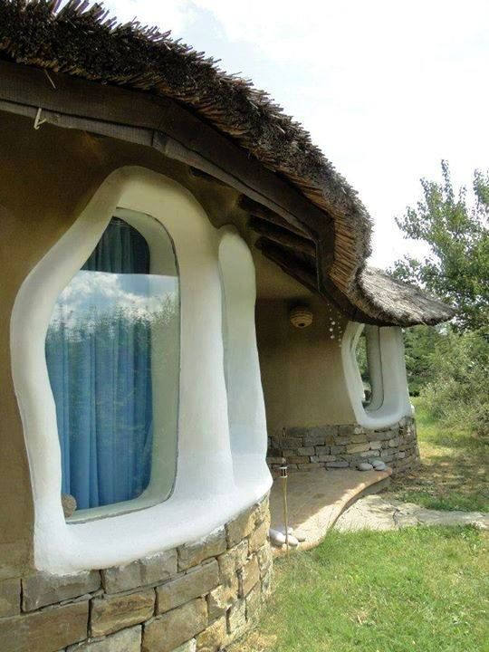 This photo is from the inspiring page of Thannal Hand Sculpted Homes.