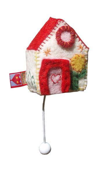 Muziekdoosje huisje met rood dak van Hanging Houses op DaWanda.com