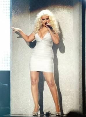 """Al contrario de otras mujeres que luchan por su peso, Christina Aguilera se siente bien con sus kilos de más. En una entrevista para Billboard, la cantante asegura que ya no tiene que lidiar con los detractores en el mundo de la música. """"Están trabajando con una chica gorda. Sépanlo ahora y supérenlo"""", señaló tajante la intérprete de 31 años. """"Your..."""