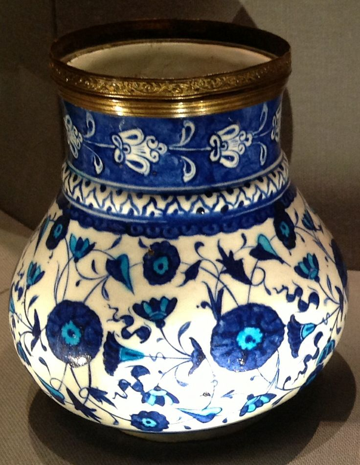 Vase, Iznik, Ottoman Period, ca. first half of the 16th century. Metropolitan Museum of Art