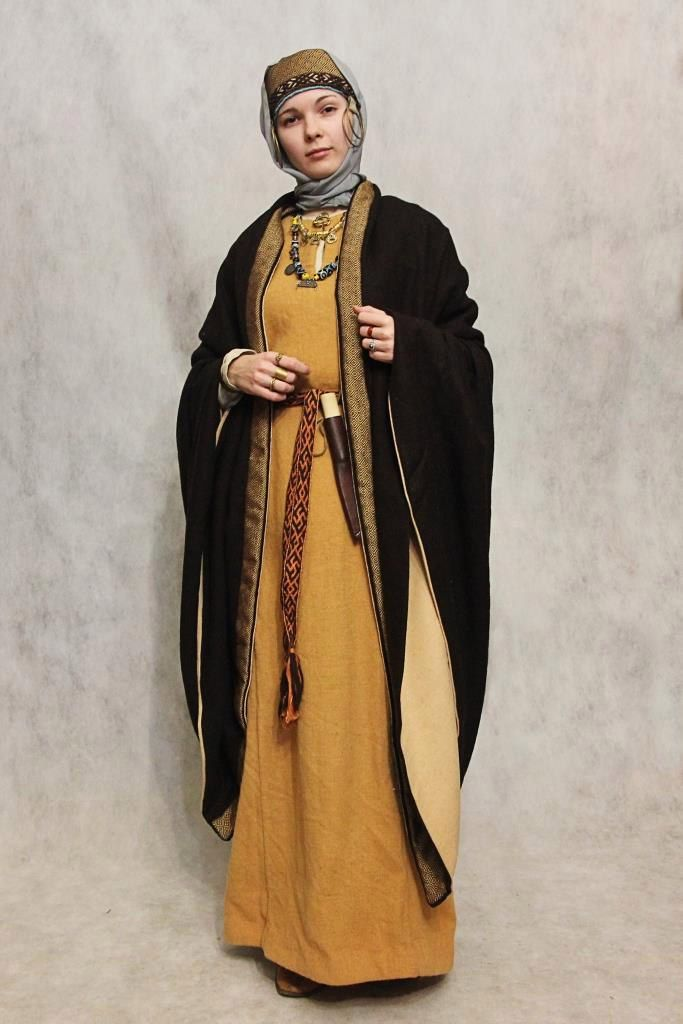 Medieval slavic costume a Muslim woman could wear