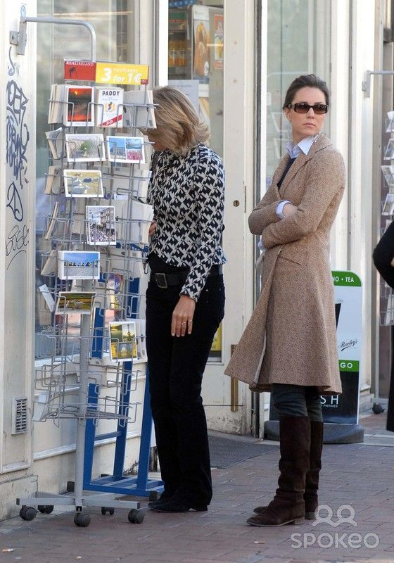 Kate Middleton and her mother Carole stop to look through the postcards on Grafton Street 4/4/07