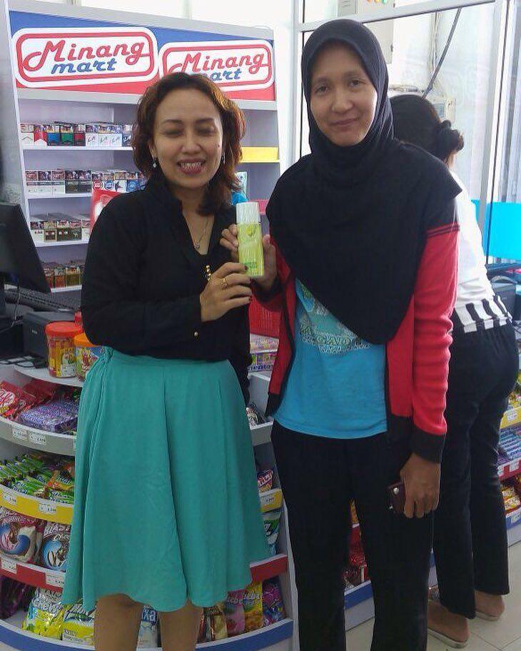 Terima kasih Ibu Merry sudah percaya dan menggunakan produk kami  Konsumen kota #Padang #minangmartpadang #cantikskinsolution #infosumaterabarat #irwanprayitno #padangonlineshop #kosmetikpadang #distributorkosmetik #minangmart #padang #sumaterabarat #maklonkosmetik