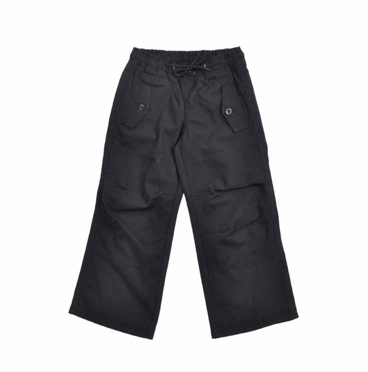"""Pantalón para niño """"canvas"""", en color negro. Cintura elasticidad con un cordón que se enlaza al frente."""