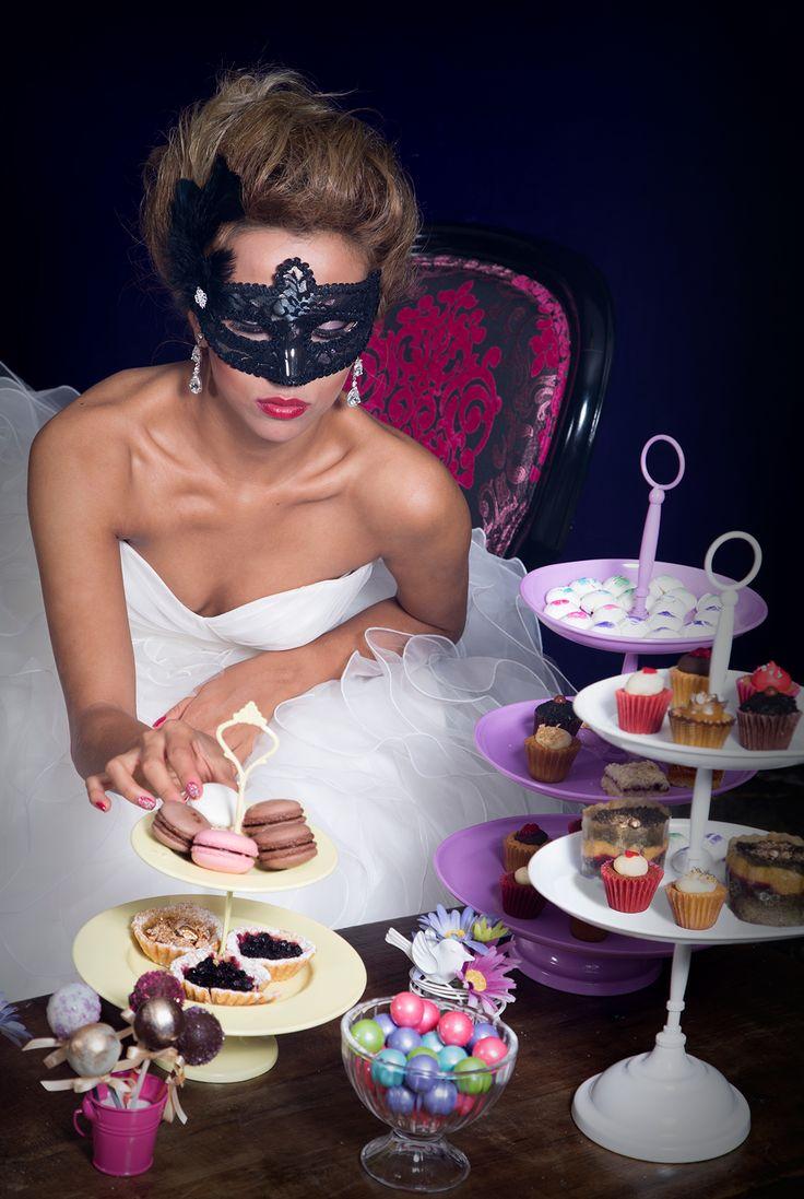 Editorial de boda, La petite Pricesse. Inspiración para tu boda mascarada -- Bridal Editorial -- Fotografía: Erre Films & Photography -- Vestido de Novia: Mori Lee Bridal -- Mesa de Postres: Baked By Ana -- Antifaces: Crazy Partys