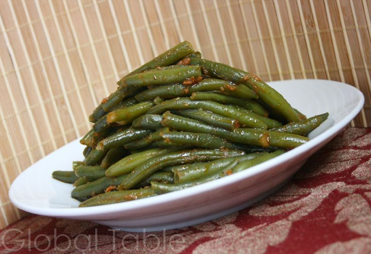 Algeria: Algerian Green Beans (ar: i really liked how different these were, would make again)