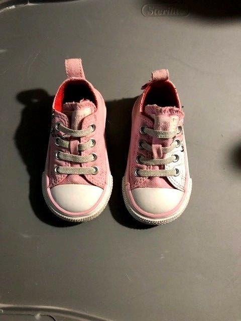 3e1efb5c077c VERY HTF Toddler How the Grinch Stole Christmas Pink Converse All Stars  Size 4C  Converse  AllStars