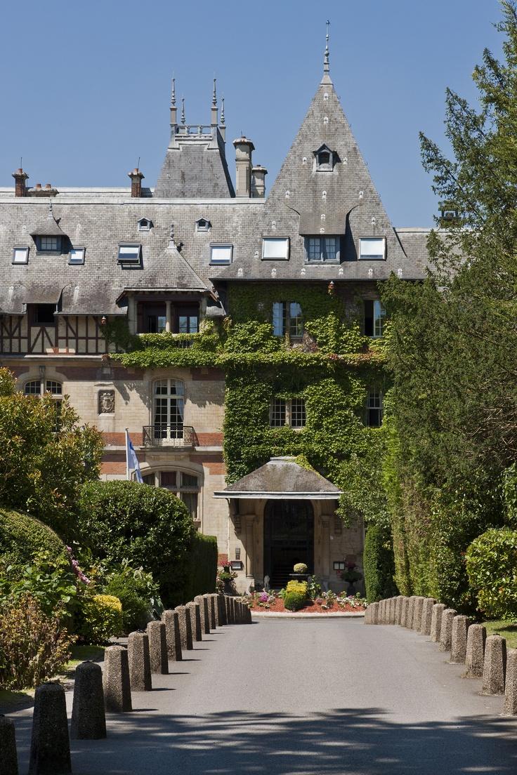 Château de Montvillargenne, Chantilly, France http://www.chateaudemontvillargenne.com/fr