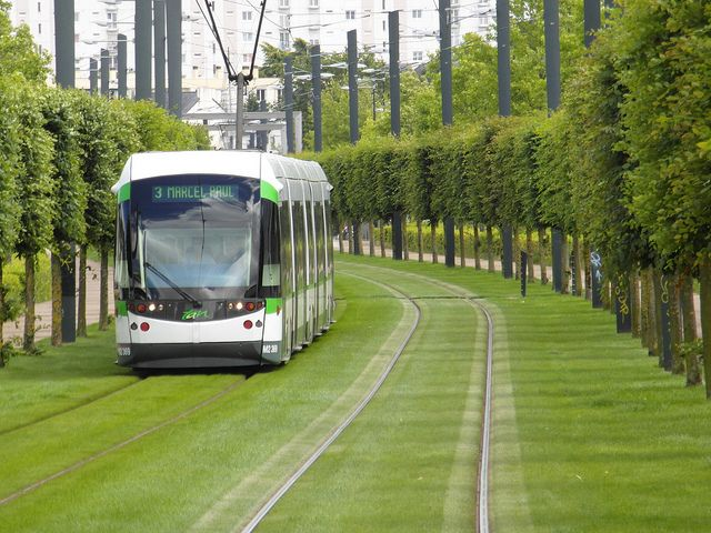 Nantes - Tramway - Ligne 3 (Orvault) One of the reasons I like the tram in Edinburgh, thinking this could be the look of the tram line someday...
