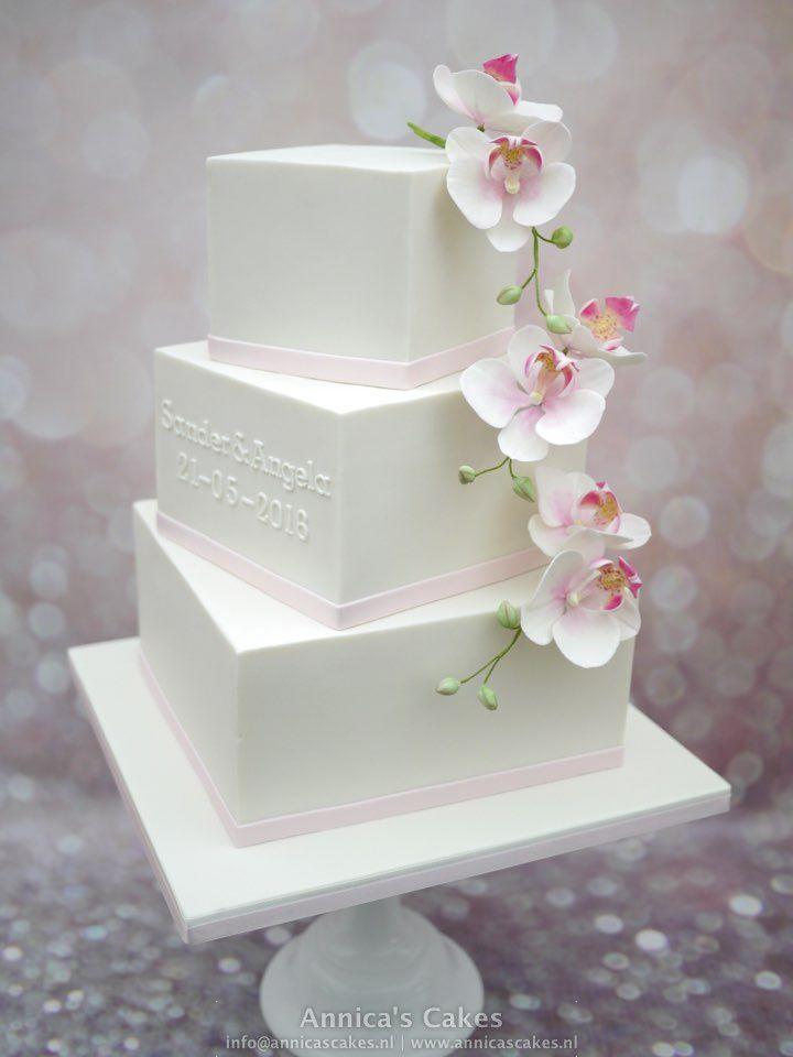 Squire wedding cake with sugar phalanopis orchids. Vierkante bruidstaart met suikerwerk moth orchideeën.