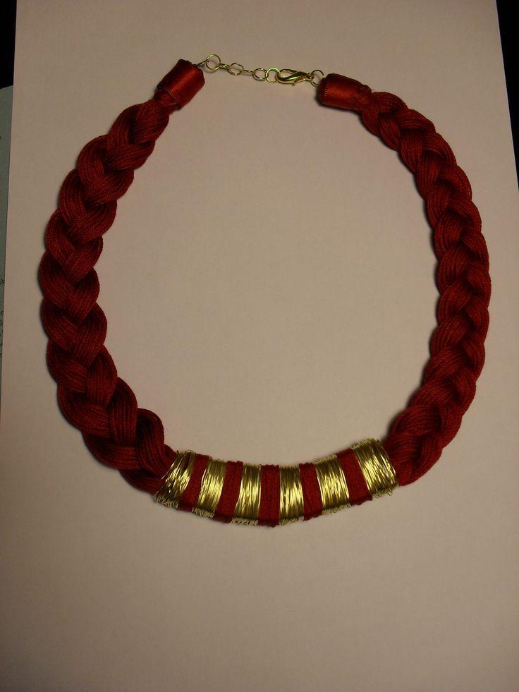 Necklace gold/maroon handmade!