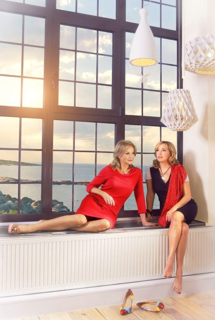 Karta w kalendarzu - lipiec - Laura Łącz i Regina Koenig. Fot. Olga Stachwiuk. Stylizacja Magdalena Iwańska http://artimperium.pl/wiadomosci/pokaz/104,kalendarz-businesswomanlife-2014-olga-stachwiuk#.UrLEV_TuKSo