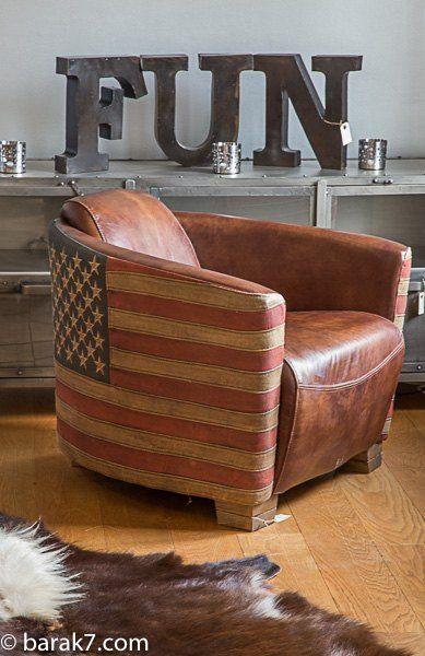 Fauteuil aviateur en cuir et drapeau américain