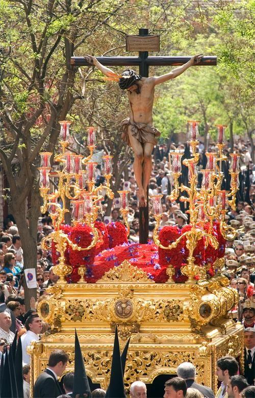 Cristo de san bernado Sevilla, tiene los faroles mas altos de sevilla