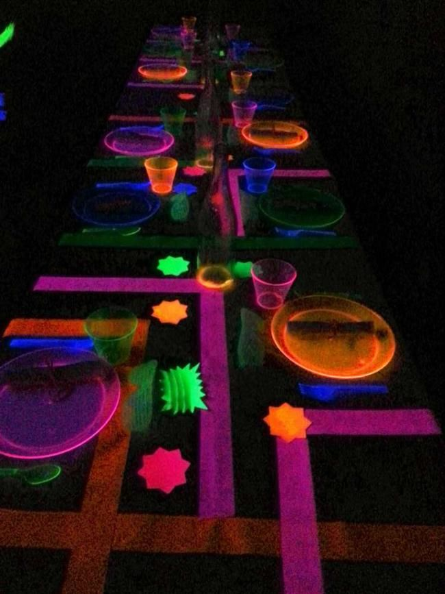 glow party guest table decoration ideas