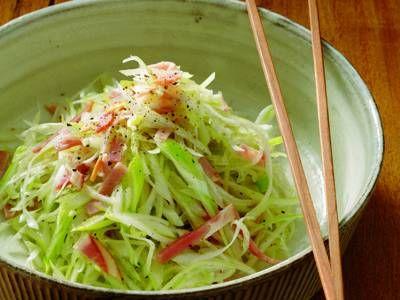 ねぎハムサラダレシピ 講師は小林 まさみさん|ハムの塩けと油は、ねぎとの相性が抜群! シンプルな材料で、生ねぎのおいしさを堪能できます。