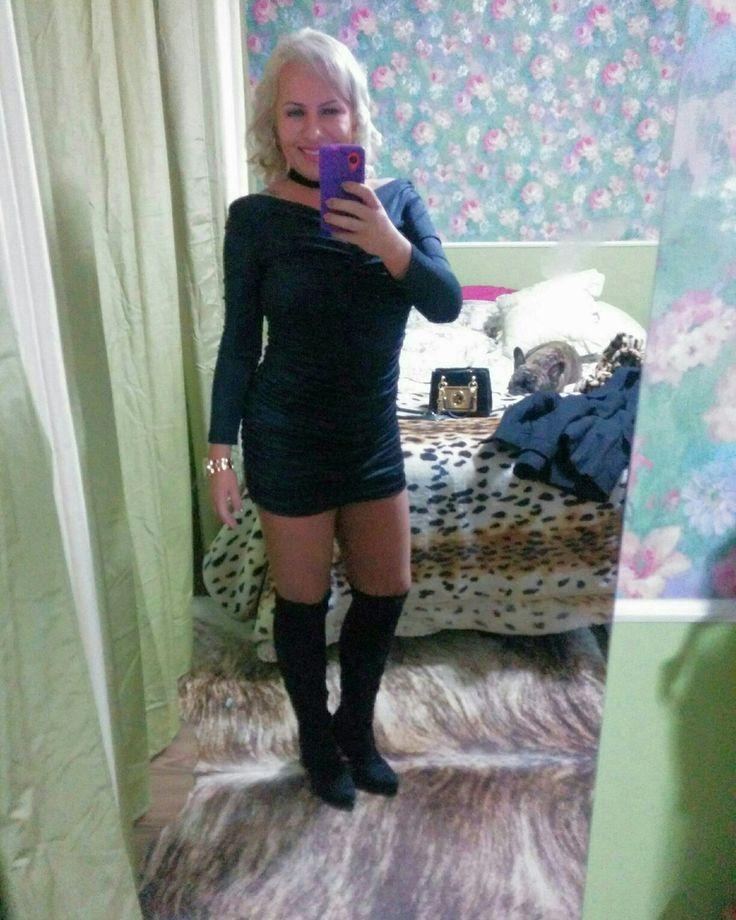 Look balada little black dress e bota otk over the knee