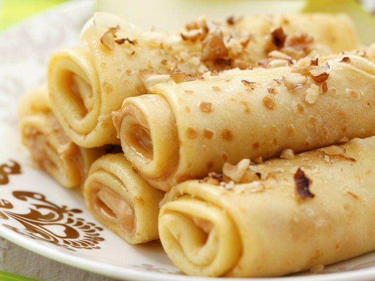 Der Klassiker mal ein bisschen anders! Pfannkuchenröllchen mit Apfel, Erdnussbutter und Nüssen - smarter - Zeit: 30 Min.   eatsmarter.de