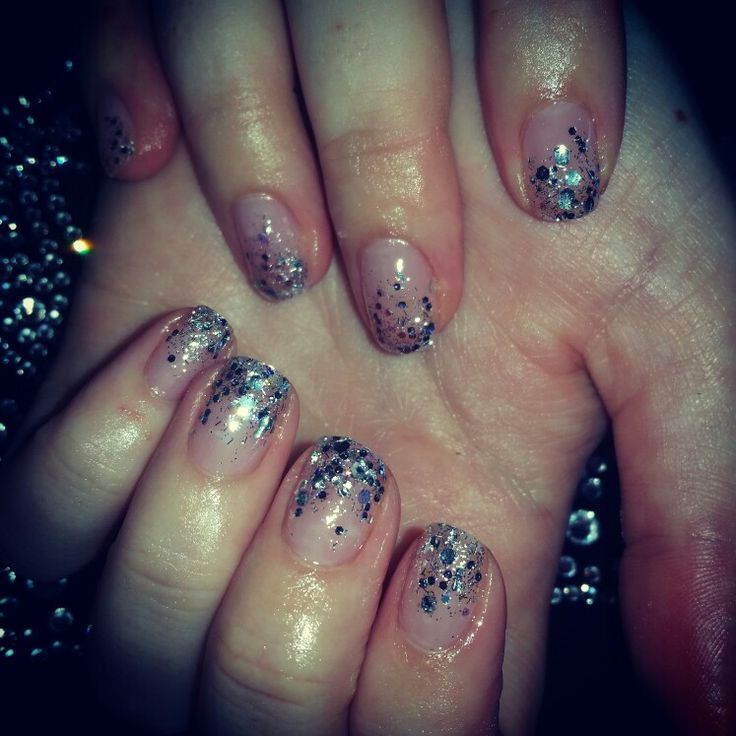 Glitter gradation with Biosculpture