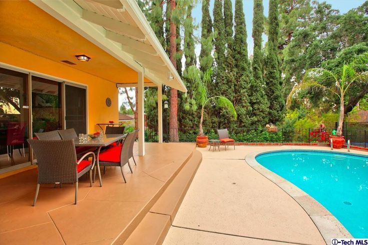 This house truly demonstrates pride of ownership to be enjoyed by relaxing in the backyard or entertain with friends and family. Close proximity to Disney Studios, Down Town LA, shopping, entertainment and award winning Burbank schools.