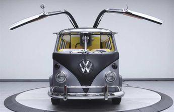 Dieser coole VW T1-Bulli fährt zurück in die Zukunft - Mit Flügeltüren und Flux-Kompensator: http://www.langweiledich.net/dieser-coole-vw-t1-bulli-faehrt-zurueck-in-die-zukunft/