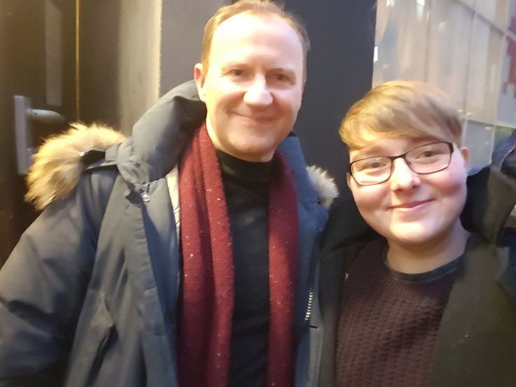 "Beck 🍙☃❄🌌 on Twitter: ""@Markgatiss thank you so much for stopping at stage door yesterday afternoon, it made my day! https://t.co/hwmwV8QIUf"""