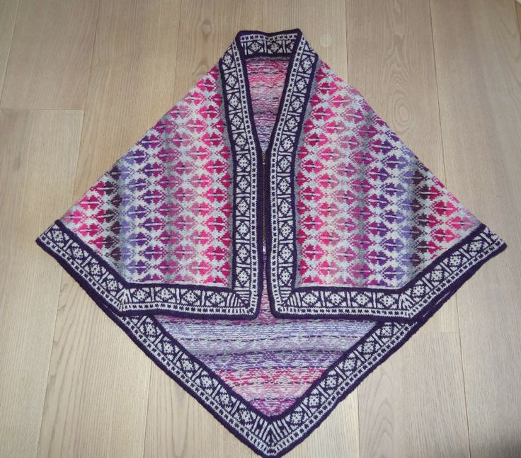 A shawl with a zipper! Not in English but I can see adapting this with another pattern.