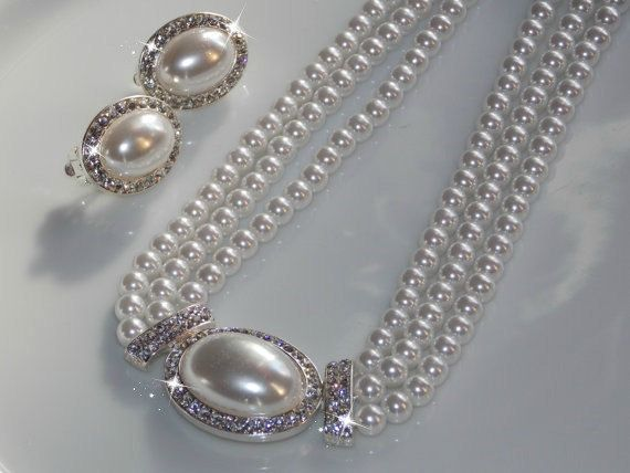 Pearl Bridal Necklace Set by LucysBridalCloset on Etsy, $19.99; an affordable piece that looks like it cost you much more!