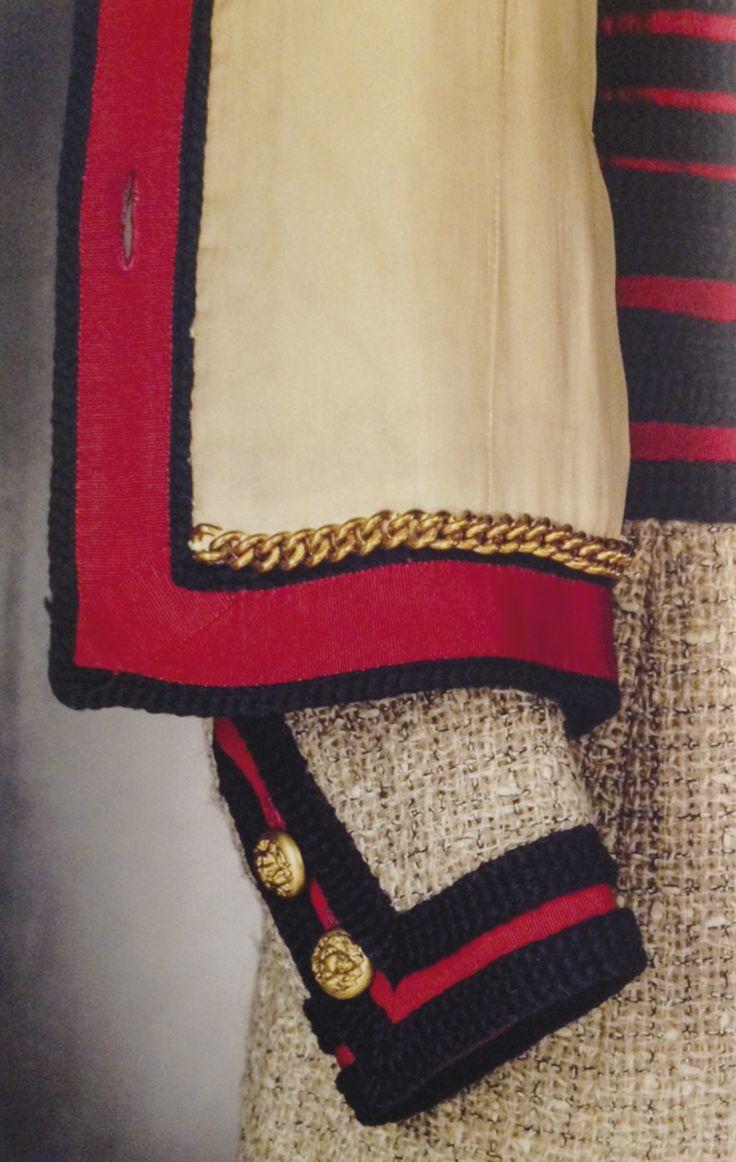 Chanel Haute Couture, 1960 perfection des détails : la chaine pour lester la veste et lui donner de la tenue