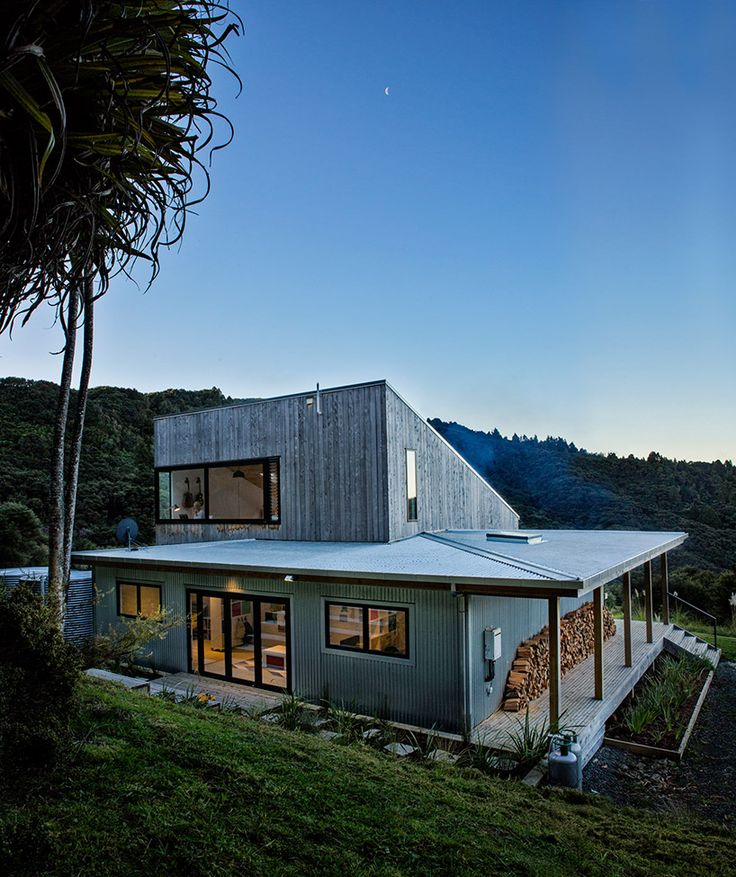 New Zealand's backcountry huts inspired this breezy, open home - Curbedclockmenumore-arrownoyes : Indoor-outdoor living at its finest