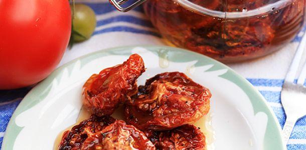 Rosii uscate la cuptor conservate in ulei de masline.