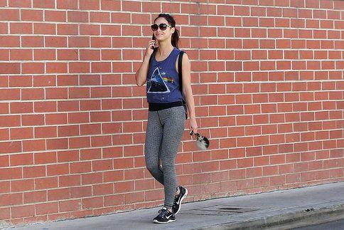 Pokud jde herečka Cara Santana cvičit a fitko má za rohem, je její outfit v pořádku. Jestliže ale takto vyrazila na kávu s kamarádkou, pak se dopustila módního přešlapu. Jaké jsou další?