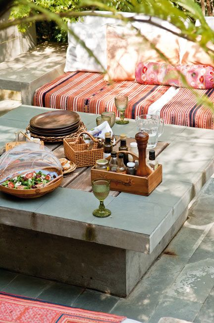 Cool concrete table. Love the low-ness of it. Very relaxed dinning/entertaining