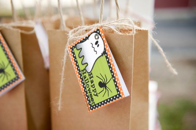 Printable labels design for Halloween bags / Diseño de etiquetas imprimibles para bolsas de Halloween