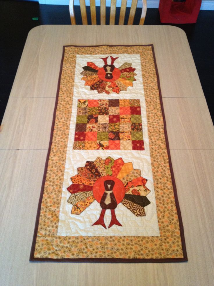 Thanksgiving Quilted Table Runner Patterns : 32 best images about Sewing - THANKSGIVING on Pinterest Quilt, Thanksgiving and Pumpkins