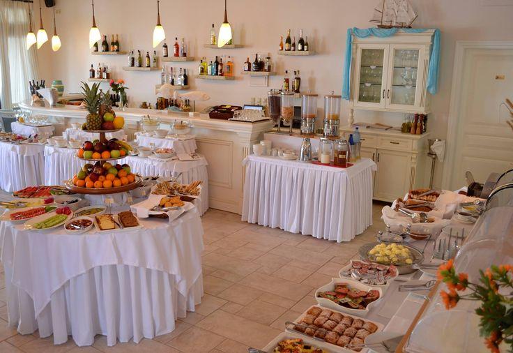 Begin your day with a rich #breakfast! #DelfinoBlu