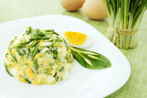 http://www.coopclub.cz/recepty/vajickovy-salat-s-medvedim-cesnekem/