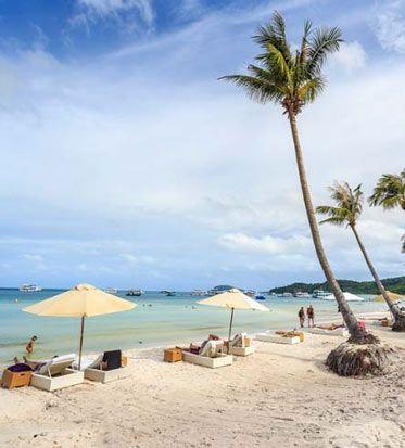 Все основные курортные пляжи Вьетнама тянутся вдоль южного и центального побережья между Хошимином и Ханоем.  Так как добираться от одного пляжа до другого очень легко, а пляжи отличаются друг от друга (и природой и атмосферой) многие путешественники включают по нескольку пляжных направлений в свои маршруты.