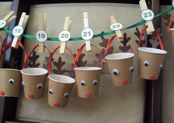 9. A műanyag poharak újrahasznosítása ez a cuki adventi naptár.