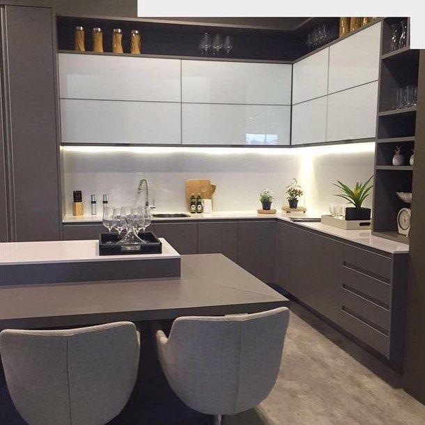 """Gefällt 2,223 Mal, 34 Kommentare - Arquitetura de Interiores (@arq4home) auf Instagram: """"Cozinha em tons de fendi e Branco, com portas de vidro na parte superior. Projeto: Arquitetura de…"""""""