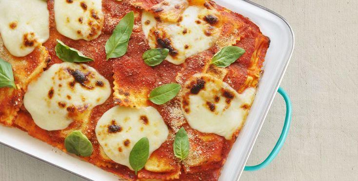 Immagina un piatto di ravioli, ora immagina un piatto di lasagne, i cannelloni, ci sei quasi. I ravioli al forno sono un piatto furbo, uno di quelli che …