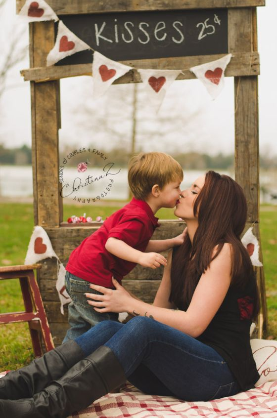 Bradenton Valentine Mini Sessions by Christina Z Photography © | Kissing Booth Photo Session - Valentine Theme