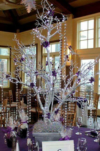 Centro de mesa, ramas plata y morado