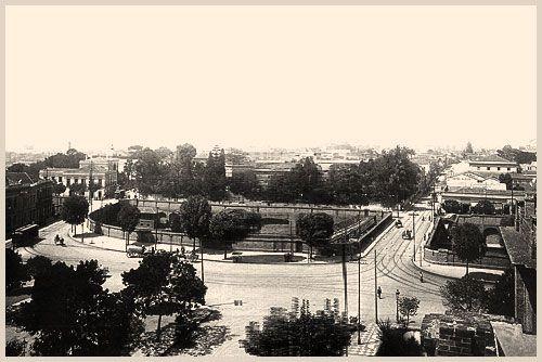 Começo da Avenida Tiradentes em 1900, com a Praça José Paulino em primeiro plano