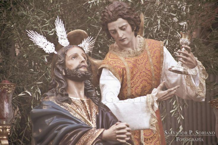 Hermandad de la Oración en el Huerto en la tarde del Lunes Santo en linares.