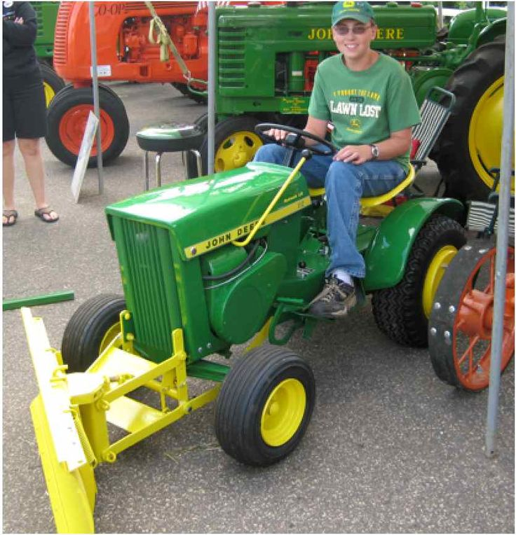 Use the John Deere 112 Tractor for Lawn Care Maintenance This Spring http://blog.machinefinder.com/12395/use-the-john-deere-112-tractor-for-lawn-care-maintenance-this-spring