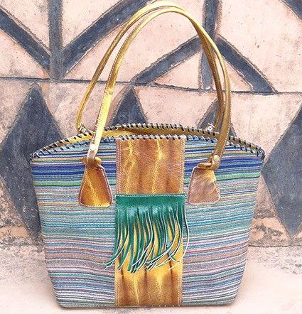 Blauwe handtas van katoen en leer - Handtas van leer en Burkinabese stof. De tas is gemaakt van origineel geoogst katoen uit Burkina Faso en op traditionele wijze gemixt met leer.