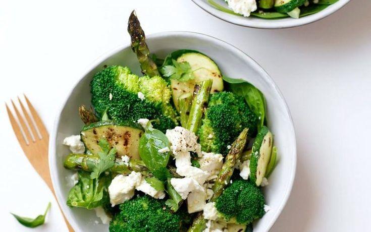 Broccoli is zo'n groente die niet vaak de ster van het gerecht is, maar juist heel fijn om aan gerechten toe te voegen. Met de Aziatische keuken, maar ook in andere soorten gerechten kan broccoli heel goed combineren! Voor inspiratie wat je er allemaal mee kan doen, hierbij mijn top 5 recepten met broccoli!