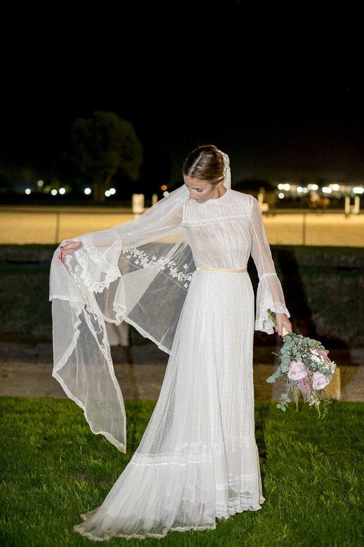 Nos ha encantado este vestido con mangas de gasa y estilo romántico.